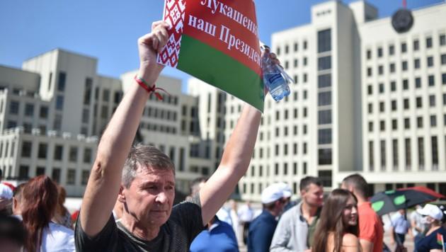 """""""Lukaschenko ist unser Präsident!"""", riefen die Demonstranten in Minsk. (Bild: AFP)"""
