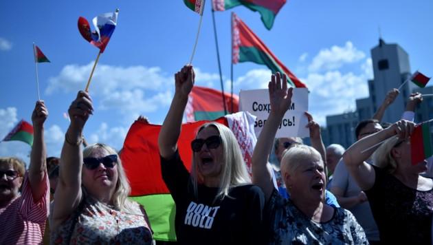 Demonstranten taten in Minsk ihre Unterstützung für Lukaschenko kund. (Bild: AFP )