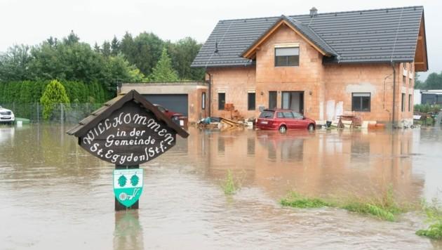 Überflutungen in St. Egyden (NÖ) (Bild: Einsatzdoku.at)
