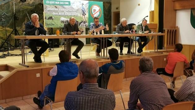Krisensitzung mit Schafzüchtern, Bauern, Jägern und Politikern (Bild: Zvg)