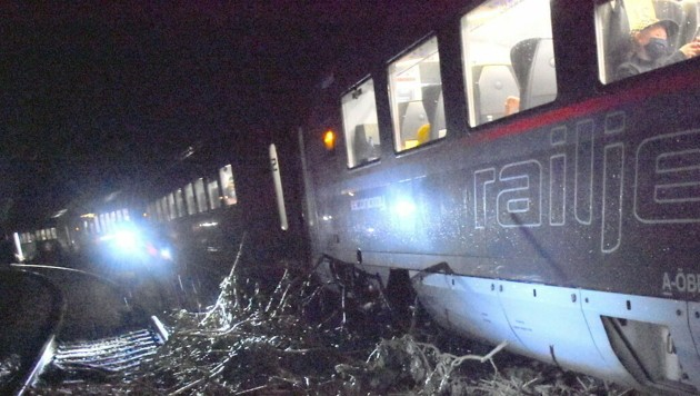 Der entgleiste Railjet nahe Scheifling (Bild: BFV MU)