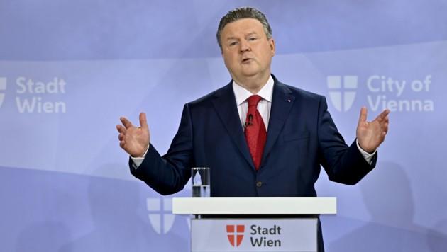 Wiens Bürgermeister Michael Ludwig (SPÖ) (Bild: APA/HERBERT NEUBAUER)