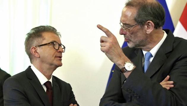 Besonders gefragt: Faßmann (re.) und Gesundheitsminister Rudolf Anschober (Bild: APA/ROBERT JAEGER)