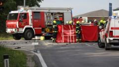 Der Lenker erlag noch vor Ort seinen schweren Verletzungen (Bild: laumat.at/Matthias Lauber)