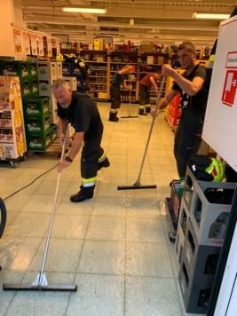 In Kapfenberg stand ein Einkaufszentrum unter Wasser - wieder einmal musste die Feuerwehr ausrücken. (Bild: Jürgen Niss/Feuerwehr Kapfenberg-Diemlach)