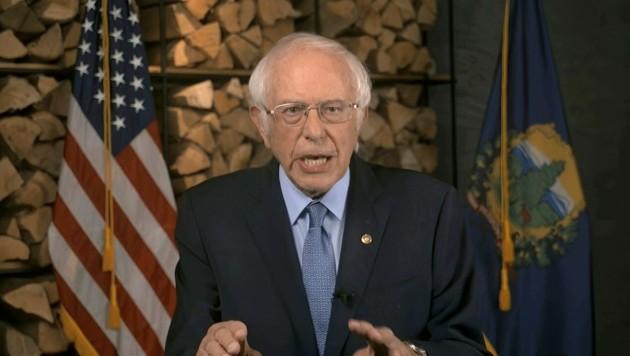 Bernie Sanders, der noch bis vor Kurzem selbst um die Nominierung zum Präsidentschaftskandidaten der US-Demokraten kämpfte, sagte bei seiner Rede, dass es bei der Wahl im November um den Erhalt der Demokratie in den USA gehe. (Bild: AP)