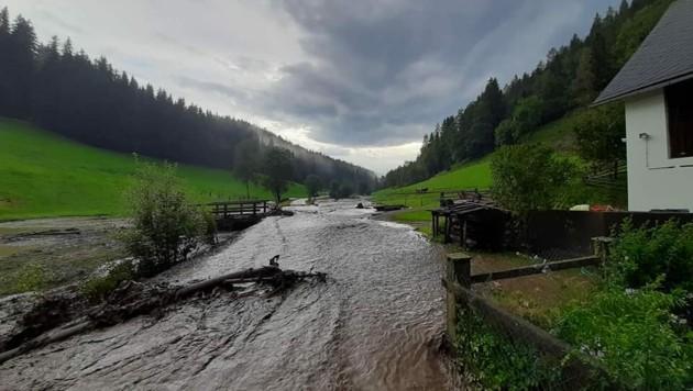 Entlang des Feistritzgrabens kam es zu mehreren Überflutungen und Vermurungen. (Bild: FF Grades)
