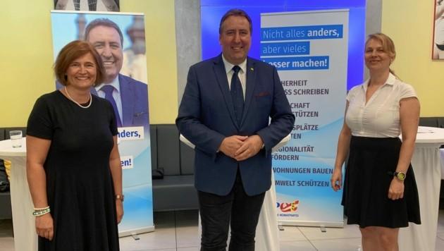 Stadtrat und Bürgermeisterkandidat Erwin Baumann, Abgeordnete und Gemeinderäting Elisabeth Dieringer-Granza (li.) sowie Klubobfrau Katrin Nießer.