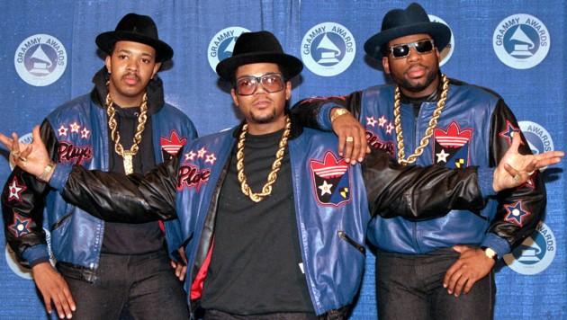 """Die Mitglieder von Run-DMC: Joseph """"Run"""" Simmons, Darryl """"DMC"""" McDaniels und Jason Mizell """"Jam Master Jay"""" (von links) (Bild: 1988 AP)"""
