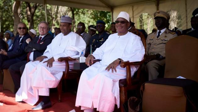 Der malische Präsident Ibrahim Boubacar Keita (rechts) und der malische Premierminister Boubou Cisse (links). (Bild: AFP/Michele Cattani)