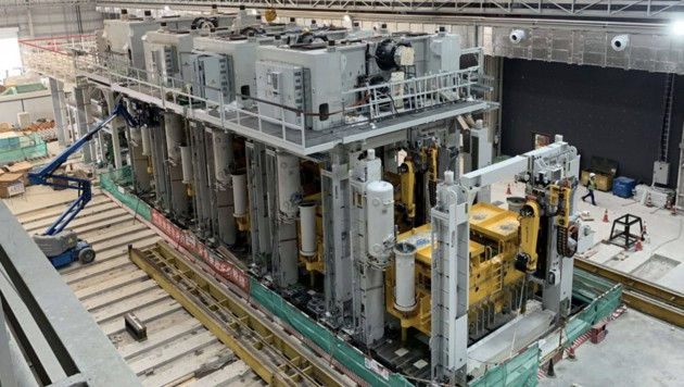 Die erste Anlage wurde bereits im Werk Freemont installiert. Auch in Shanghai und Berlin sollen solche Druckgießmaschinen eingesetzt werden. (Bild: Tesla)