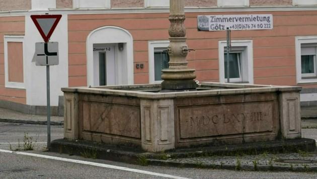 Hoftaverne und historischer Marienbrunnen in Ranshofen (Bild: Pressefoto Scharinger © Daniel Scharinger)