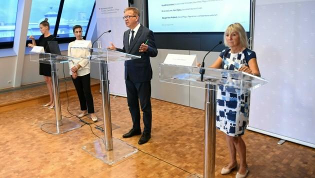 V. l.: Karin Eglau (Gesundheit Österreich GmbH), Gesundheitsminister Rudolf Anschober (Grüne) und Margot Ham-Rubisch (Wiener Patientenanwaltschaft)