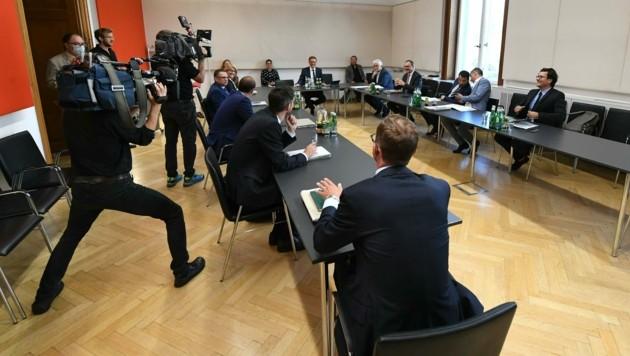 Zuversicht nach dem ersten Treffen des Sozialministers mit Vertretern der ÖGK (Bild: APA/Helmut Fohringer)