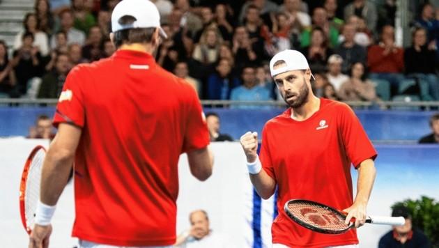 Oliver Marach (re.) schlägt erstmals seit März beim Davis Cup wieder auf. (Bild: EPA)