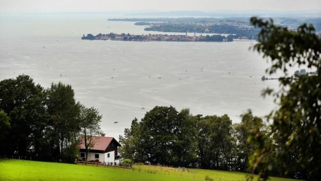 Blick auf den Bodensee und Lindau oberhalb von Bregenz