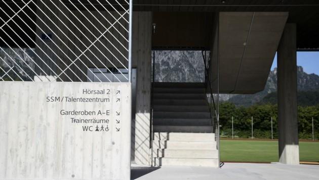 Multifunktional: Die neue Tribüne im ULSZ Rif. (Bild: Tröster Andreas)