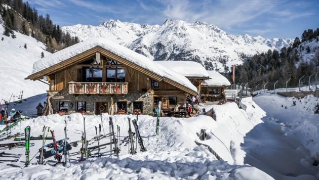 Vollen Betrieb wird es in den Après-Ski-Hütten in diesem Winter mit Sicherheit nicht geben. Ein detailliertes Konzept, wie die Hüttengaudi heuer aussehen kann, gibt es derzeit aber noch nicht. (Bild: stock.adobe.com)