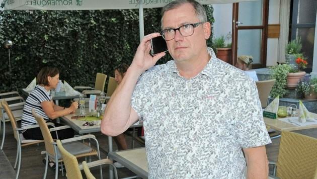 Gastronom Leo Graf reagierte sofort und alarmierte telefonisch echte Polizisten. (Bild: Franz Crepaz)