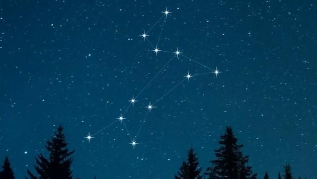 Sirius (der Funkelnde) ist der hellste Stern im Sternbild Canis Major (Großer Hund). Er sitzt auf der Brust des Hundes.