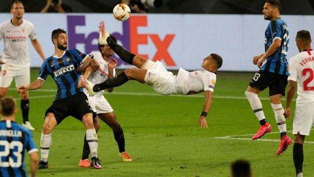 Diego Carlos traf beim Europa League-Finale gegen Inter 2020 per Fallrückzieher.. (Bild: AFP)