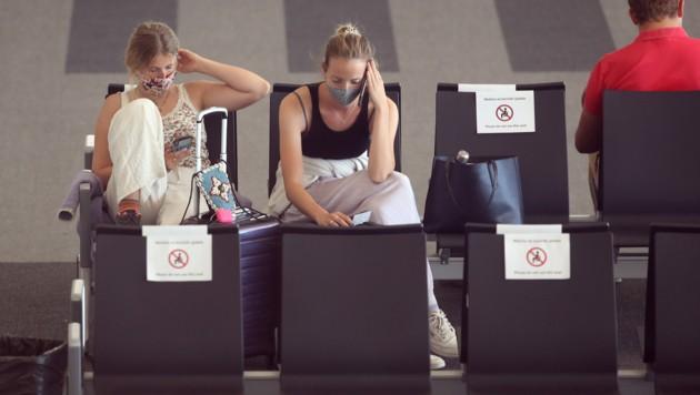 Touristen warten auf dem Flughafen Split auf die Ausreise aus Kroatien (Bild: AFP)