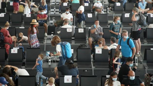 Touristenmengen am Flughafen Split in Kroatien (Bild: AFP)