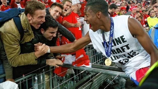 Alex Aschauer gratulierte Alaba 2013 im Wembley-Stadion, rechts daneben freute sich auch Philipp Petermann.