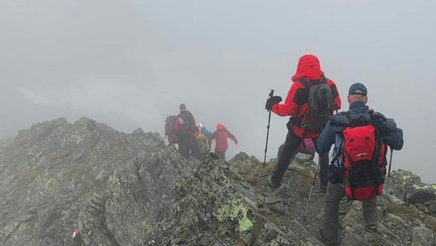 Die Gruppe konnte so weit stabilisiert werden, dass sie langsam Richtung Tal gehen konnte.