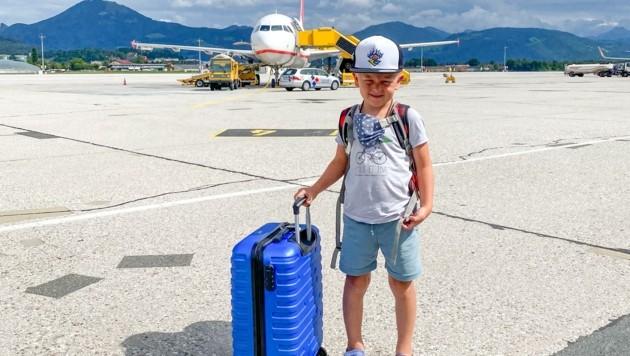 Wieder zurück in Salzburg - der sechsjährige Noah aus Bürmoos wäre mit seiner Mama aber ohnehin tags davor zurückgeflogen. (Bild: Daniel Scharinger)