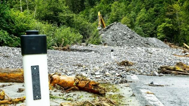Der Hallmoosgraben vermurte die B 163. (Bild: Gerhard Schiel)