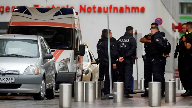 Polizeipräsenz vor der Berliner Charite