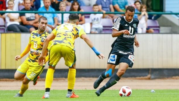 St. Johann-Stürmer Ajibade (re.) hofft auf einen Cup-Einsatz am Sonntag gegen Rapid.