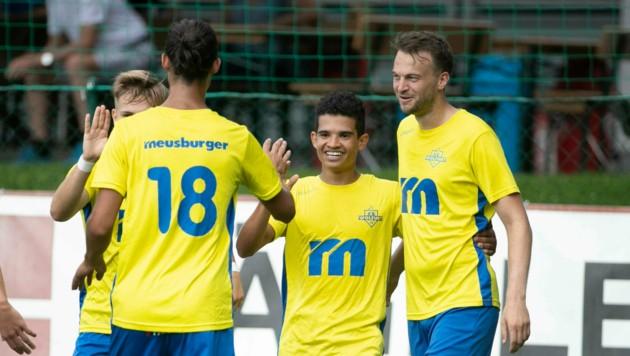 """""""Zaubermaus"""" Idiano Lima Rosa Dos Santos (M.) und seine Wolfurter wollen auch in der zweiten VFV-Cup-Runde gegen die eigene 1b jubeln."""