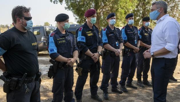 Innenminister Karl Nehammer (ÖVP) besuchte am Dienstag Frontex-Beamte an der griechisch-türkischen Grenze in Kastanies. Dort kam es im Frühjahr zu Zusammenstößen, nachdem die Türkei Tausende Flüchtlinge zur Grenze getrieben hatte.