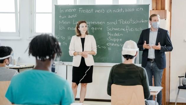 Justizministerin Alma Zadić und Landesrat Stefan Kaineder besuchten einen Kurs in der Justizanstalt Linz