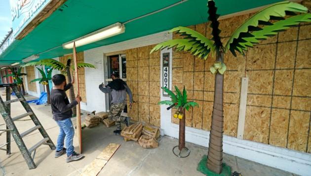 """Die US-Golfküste wappnet sich gegen Hurrikan """"Laura"""". (Bild: AP)"""