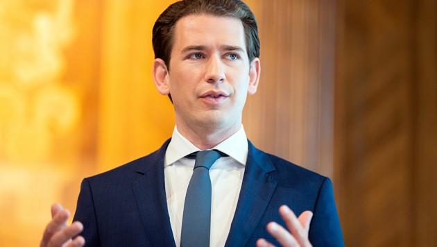 Kanzler Sebastian Kurz (ÖVP) bleibt in der seit Monaten tobenden Flüchtlingsdebatte hart und hofft durch die Corona-Impfung auf einen wirtschaftlichen Aufschwung. (Bild: APA/Georg Hochmuth)