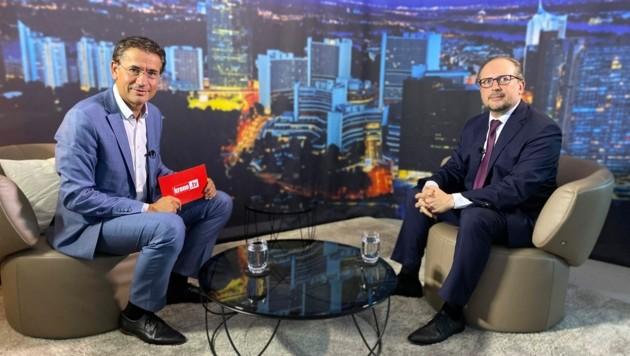 Gerhard Koller im Talk mit Außenminister Alexander Schallenberg (Bild: krone.tv)