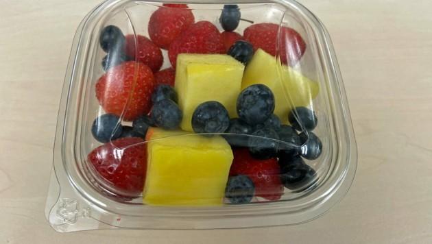 Ein essfertiger Obstsalat aus dem Supermarkt (Bild: Privat)