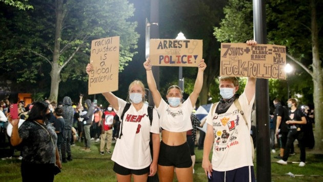 Demonstranten in Kenosha (Bild: AFP)