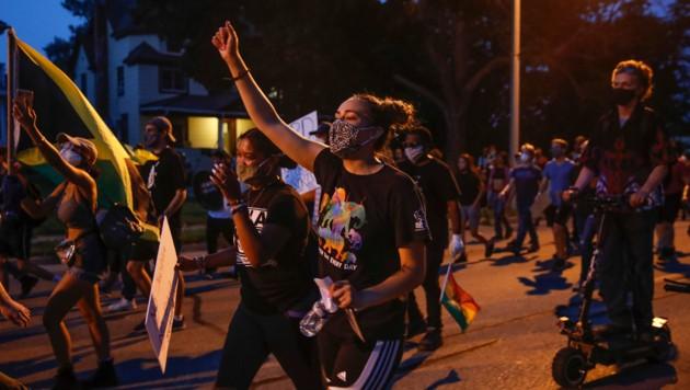 Demonstranten in Kenosha (Bild: AFP)