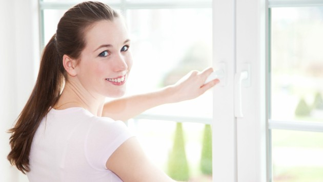 Öffnen Sie die Fenster mindestens vier- bis fünfmal täglich! (Bild: Kaesler Media/stock.adobe.com)