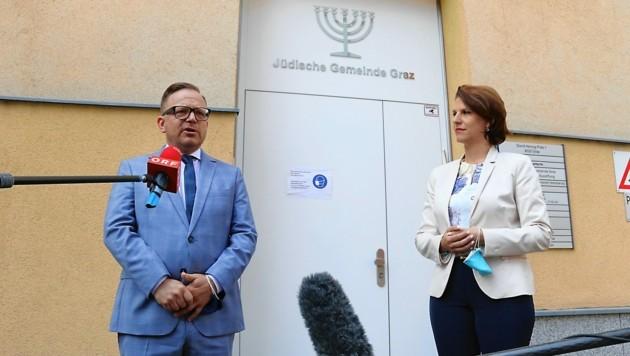 Elie Rosen, Präsident der jüdischen Gemeinde in Graz, und Ministerin Karoline Edtstadler (ÖVP)