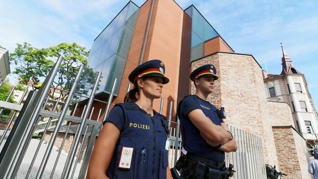 Die Grazer Synagoge stand unter Polizeischutz. (Bild: Christian Jauschowetz)