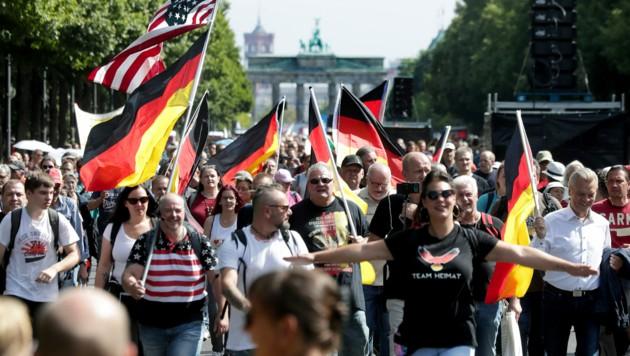 Rund 18.000 Menschen sollen sich laut Polizei an der Demonstration beteiligt haben - Veranstalter und Teilnehmer sprechen freilich von einem Vielfachen. (Bild: AP/Michael Sohn)