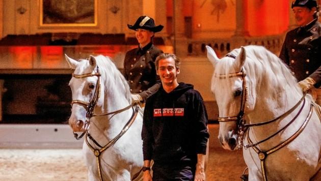 Historie und Moderne: Ferdinand Habsburg-Lothringen in der Hofreitschule zwischen unseren Lipizzanern.