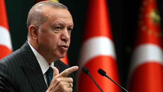 Der türkische Präsident Recep Tayyip Erdogan schlägt scharfe Tön ein Richtung Griechenland und Frankreich an. (Bild: AFP)