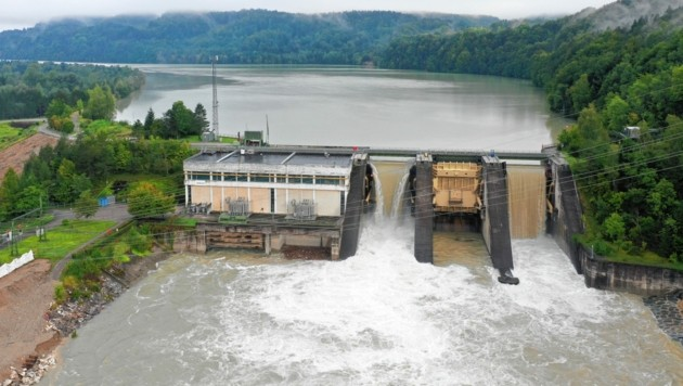 Die Schleusen der Draukraftwerke wurden geöffnet, um die Pegel abzusenken.