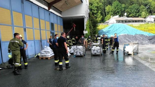 Am Bauhof in Hermagor wurden Sandsäcke gefüllt.